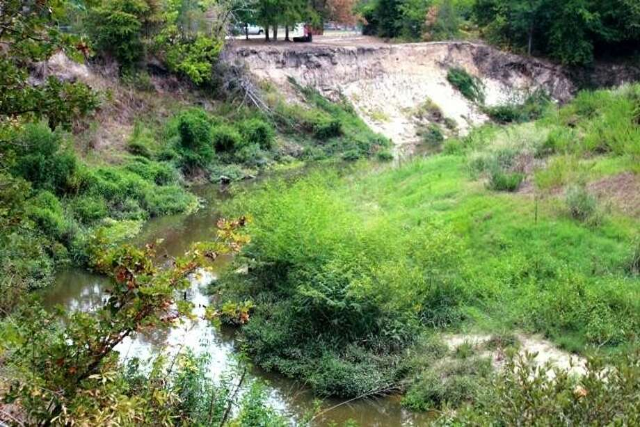 Water quality issues in Cypress Creek prompted HGAC to begin developing a watershed protection plan with the help of stakeholders. Shown here: Water flowing through this sharp bend in Cypress Creek eroded sections of the creek's south bank. Photo: HARRIS CO. FLOOD CONTROL / Internal
