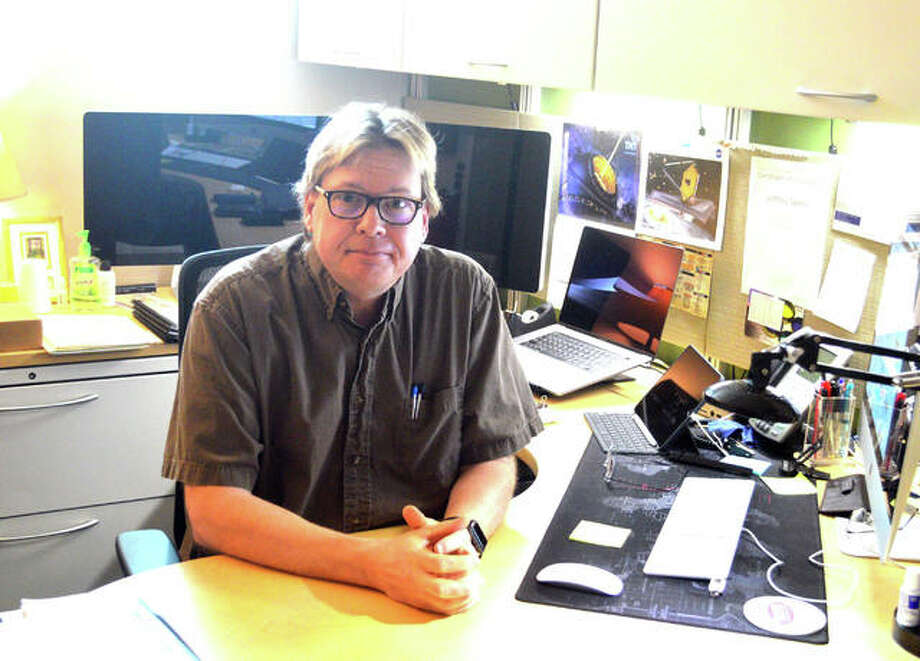 Dr. Jeffrey Sabby is the faculty advisor for the SIUE chapter of Students for the Exploration and Development of Space (SEDS). Sabby is an associate professor of physics at SIUE. Photo: Scott Marion | Hearst Illinois