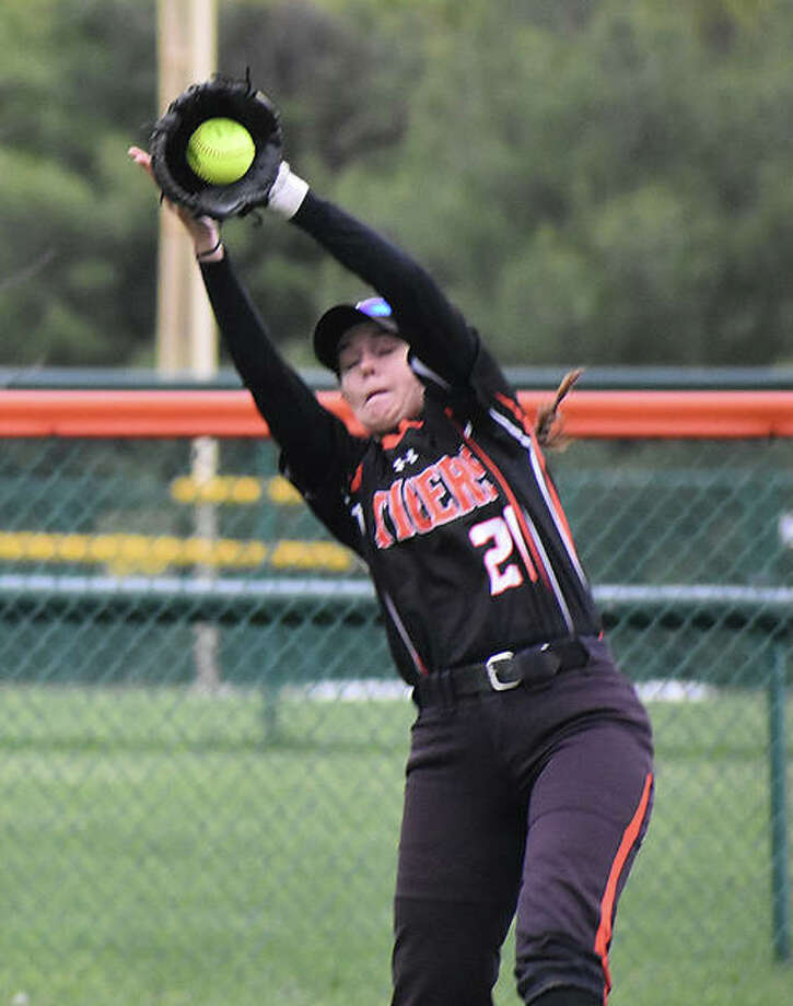 Edwardsville left fielder Kylee Myers makes a leaping catch against Teutopolis. Photo: Matt Kamp/The Intelligencer