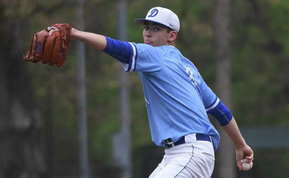 Darien's Henry Williams in the windup during the Blue Wave's baseball game against New Canaan at Mead Park in New Canaan on Friday, May 3, 2019. Photo: Dave Stewart / Hearst Connecticut Media / Hearst Connecticut Media