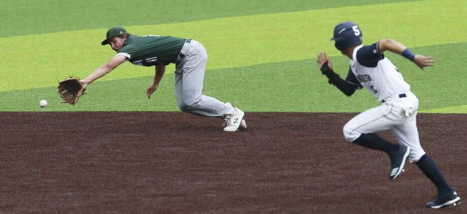 Reagan's Travis Sthele snags a grounder as O'Connor's Kevin Potts takes off for third base in Game 2 of their best-of-3 first-round baseball playoff series at North East Sports Park on Friday, May 3, 2019. Reagan defeated O'Connor, 10-4, to move on to the next round of the playoffs. (Kin Man Hui/San Antonio Express-News) Photo: Kin Man Hui, Staff / Staff Photographer / ©2019 San Antonio Express-News
