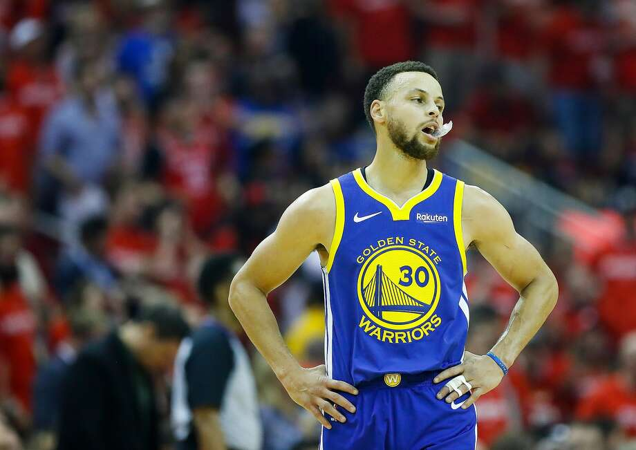 334812647354 Golden State Warriors guard Stephen Curry (30) reacts during the first  quarter of Game