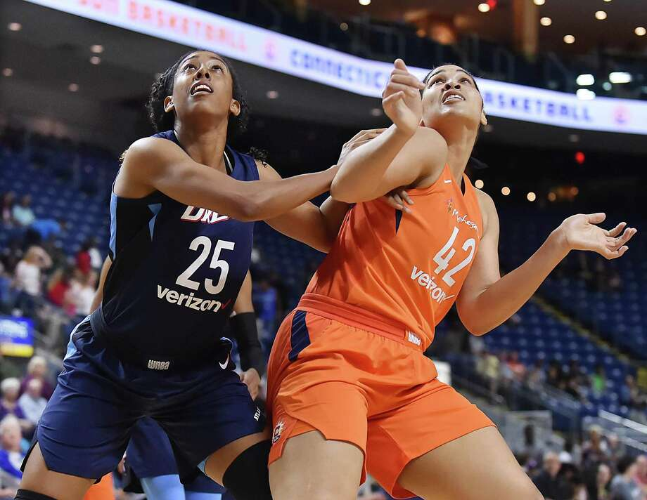 Brionna Jones, right, could emerge as a major player for the Connecticut Sun after playing sparingly in her first two WNBA seasons. Photo: Catherine Avalone / Hearst Connecticut Media / New Haven Register