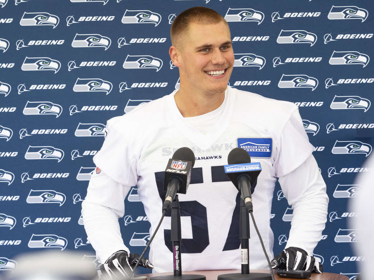 CARROLL IMPRESSED BY BARTON, BURR-KIRVEN Outside of D.K. Metcalf, no one drew higher praise than the rookie linebackers: Cody Barton (third-round pick) and Ben Burr-Kirven (fifth round). Carroll lauded their awareness and command of the defense after just one day of rookie camp. He continued to rave about them by Sunday. The former Pac-12 rivals patrolled the middle of the first-team defense throughout camp, with Barton at middle linebacker and Burr-Kirven at the weakside spot.