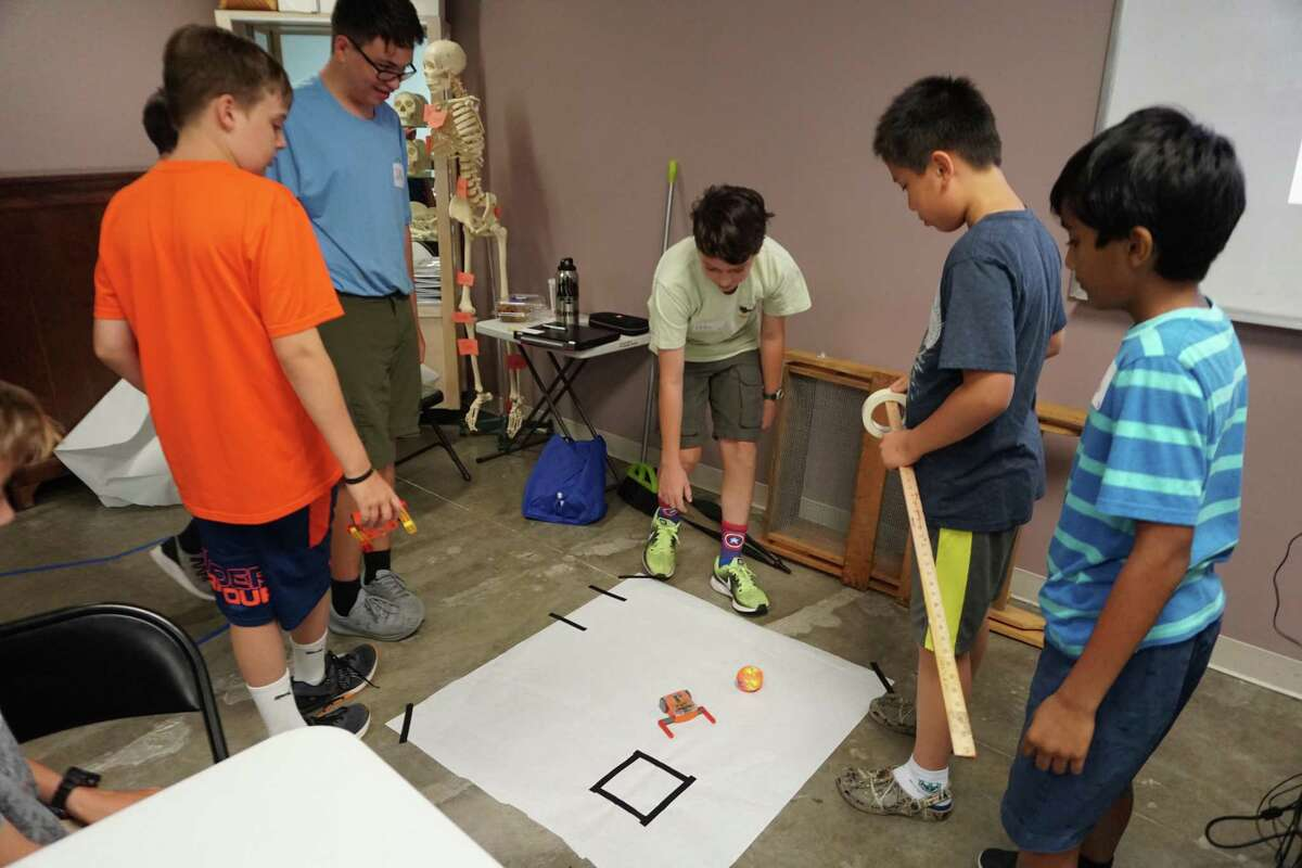 Kids working on a robotics project at Houston Museum of Natural Science