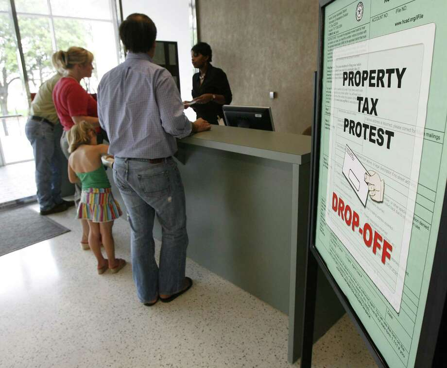 A line forms at the property tax protest drop-off at the Harris County Appraisal District's offices May 31, 2007, in Houston. Protesting a home appraisal costs time, money and stress, and offers little to no result. Photo: James Nielsen /Houston Chronicle / Houston Chronicle