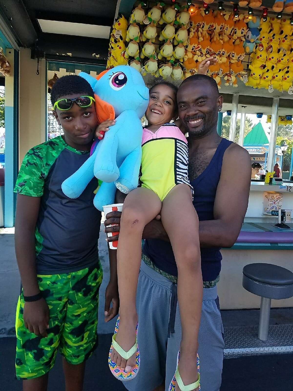 Ronell Foster, right, seen in this undated photo with his two children. Foster was fatally shot by a Vallejo police officer in February 2018.