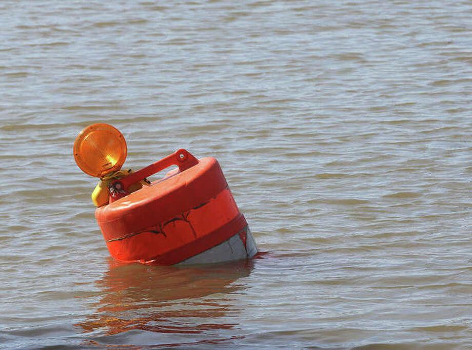 Flooding closes Illinois River for recreational use - Alton