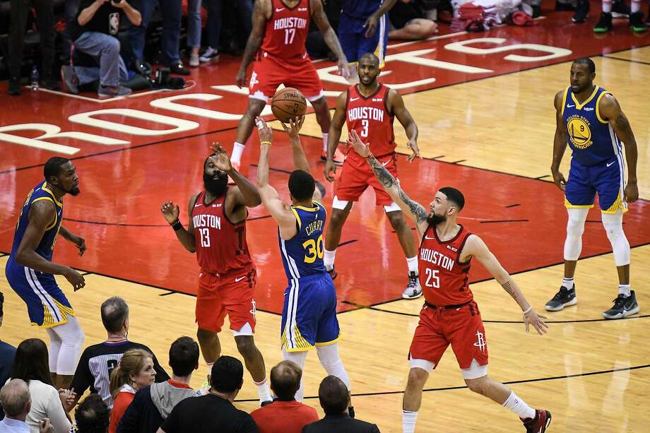 Stephen Curry shoots and misses a 3-pointer in the final seconds of game 4 of the NBA Western Conference Semifinals against the Rockets. Photo: Loren Elliott / Special To The Chronicle