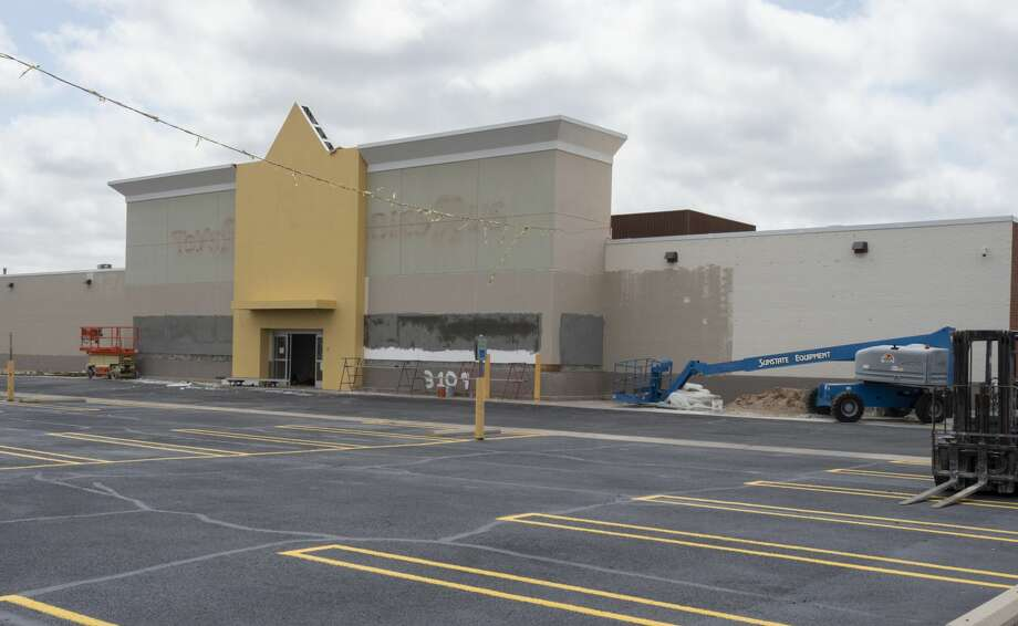 Renovations are taking place in the old Toys-R-Us  building off Loop 250 05/07/19 as Northern Tool plans to open a second store at the location. Tim Fischer/Reporter-Telegram Photo: Tim Fischer/Midland Reporter-Telegram