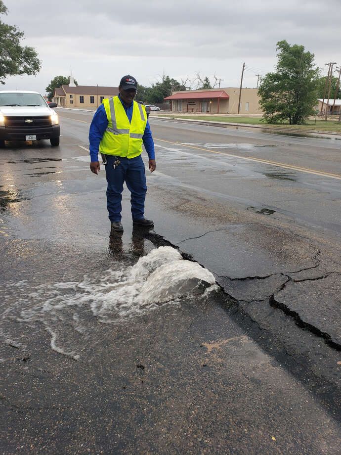 Water main break causing traffic diversions - Plainview Herald