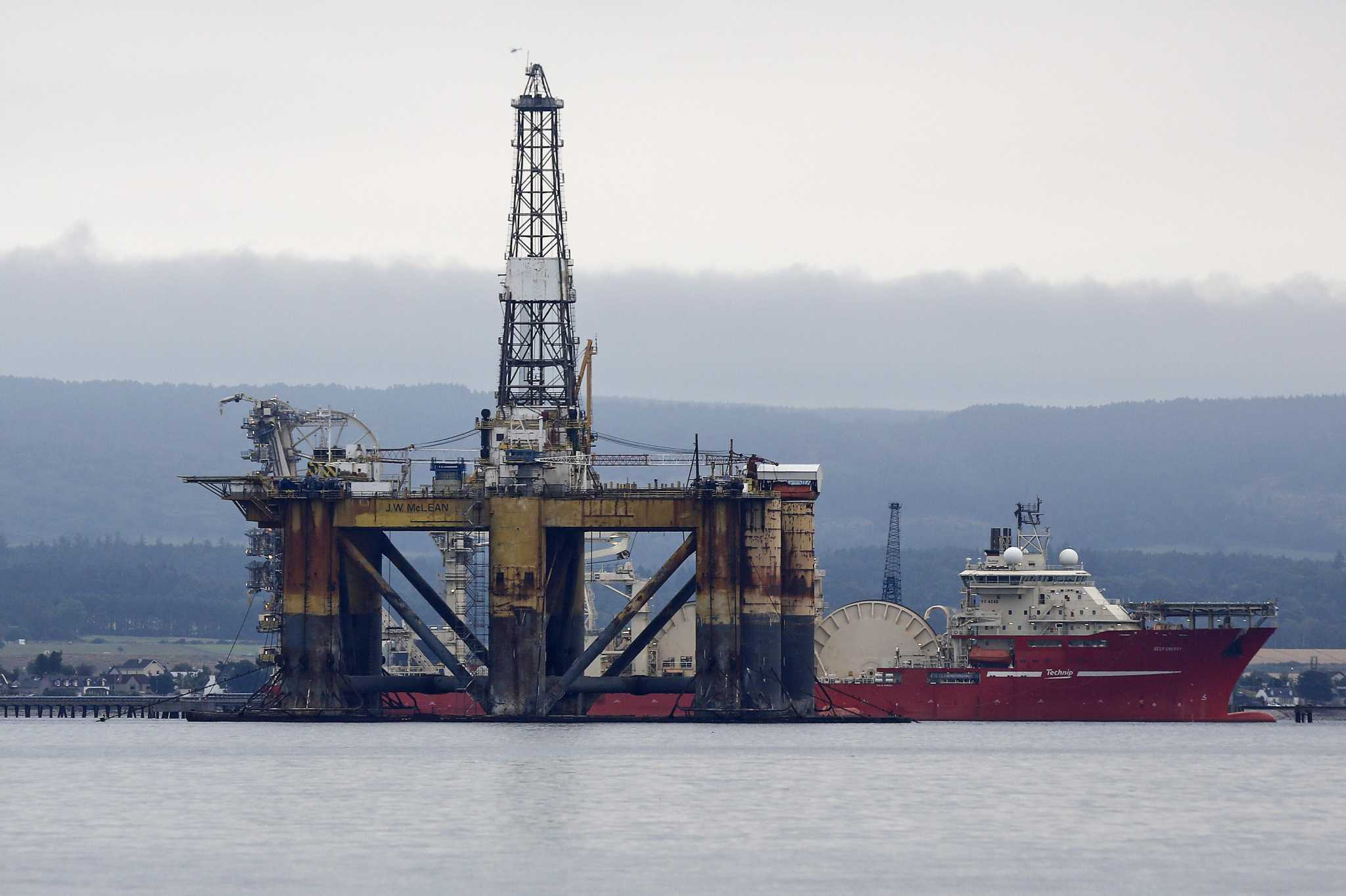 Global energy workforce shifting from onshore shale to offshore