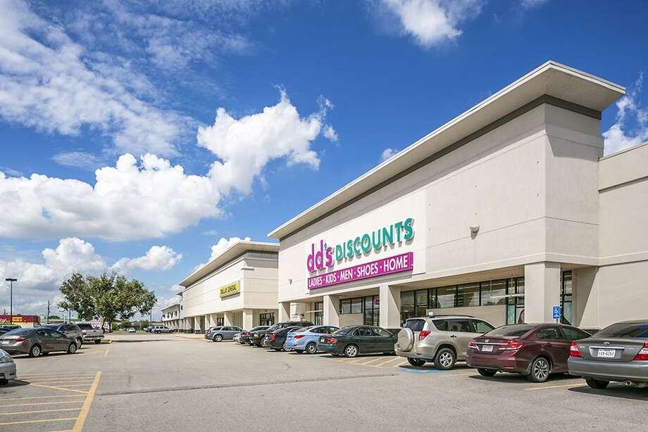 Wu Investments purchased the Beechcrest Shopping Center at 10828 Beechnut earlier this year. Photo: Mabry Campbell, Photographer / Mabry Campbell / Copyright 2018 Mabry Campbell