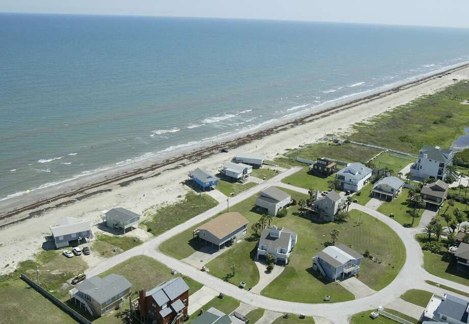Aerial shot on Galveston Island along the Gulf of Mexico on June 2, 2005. Photo: Karen Warren, HOUSTON CHRONICLE