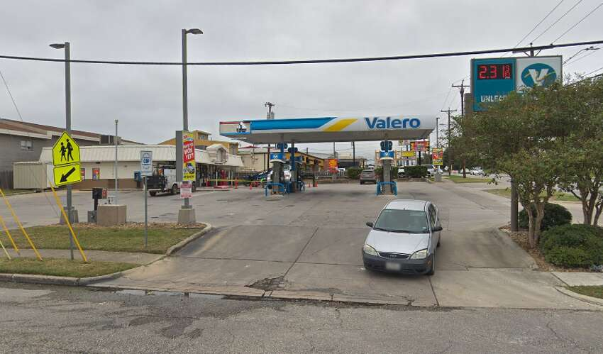 Click ahead to view 11 skimmers found at San Antonio gas stations in April 2019. Valero Location: 8303 McCullough Date: April 11 Number of skimmers found: 4