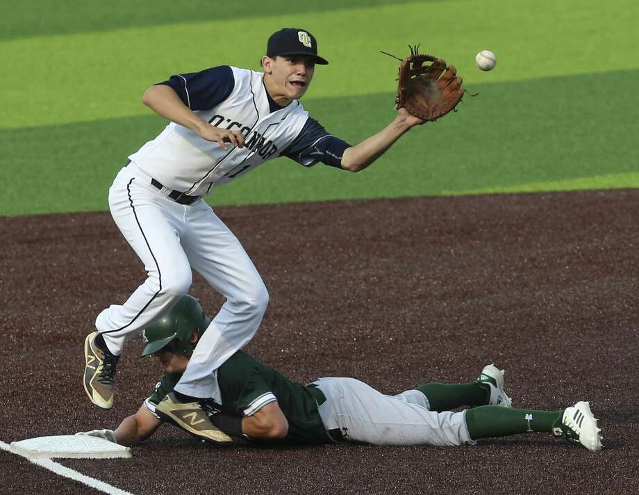 Reagan's Zane Raba (16) beats the throw to O'Connor third baseman Jackson Blietz (11) during Game 2 of their best-of-3 first-round baseball playoff series at North East Sports Park on Friday, May 3, 2019. Reagan defeated O'Connor, 10-4, to move on to the next round of the playoffs. (Kin Man Hui/San Antonio Express-News) Photo: Kin Man Hui, Staff / Staff Photographer / ©2019 San Antonio Express-News