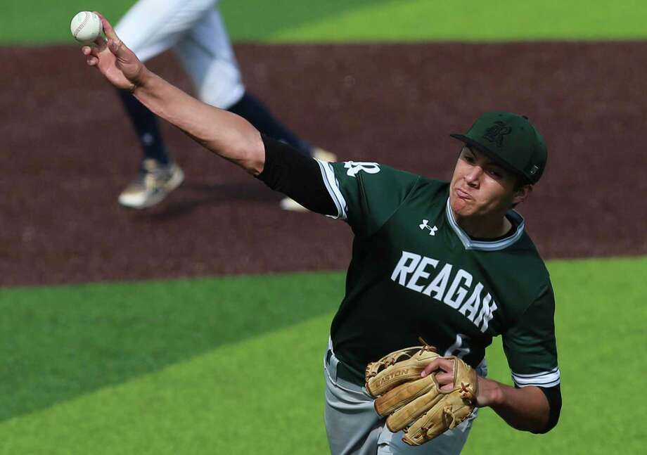 Reagan pitcher Will Carsten hurls a pitch against O'Connor in Game 2 of their best-of-3 first-round baseball playoff series at North East Sports Park on May 3, 2019. Photo: Kin Man Hui /Staff Photographer / ©2019 San Antonio Express-News
