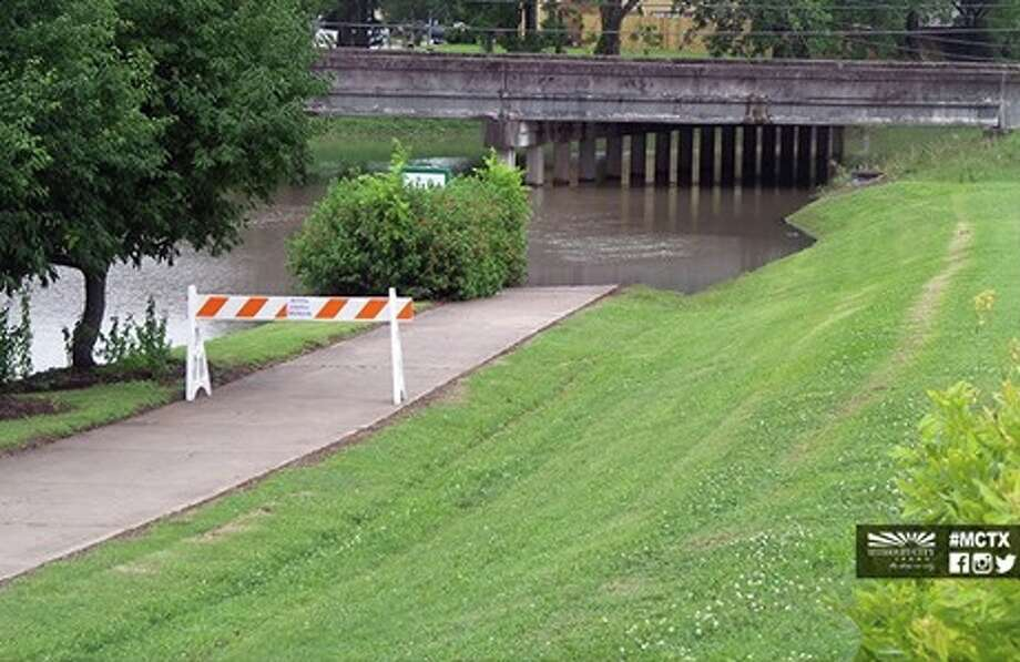 Flooding forces Missouri City to close portions of Edible Arbor