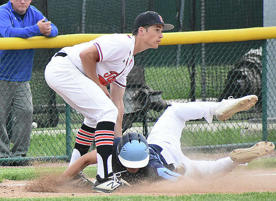 Edwardsville shortstop Josh Ohl tags out a Belleville East runner near third base in the second inning after a rundown. Photo: Matt Kamp/The Intelligencer