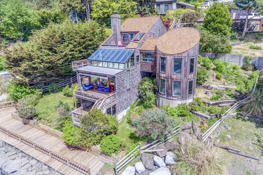 Escape the city in less than 30 minutes with this $2M Magnolia/Queen Anne beach house on the water Photo: Tony Meier/Windermere