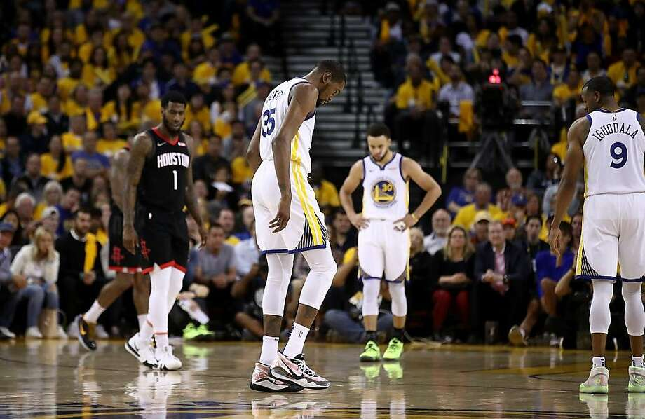 Kevin Durant #35 of the Golden State Warriors walks off the court after injuring himself against the Houston Rockets during Game Five of the Western Conference Semifinals of the 2019 NBA Playoffs at ORACLE Arena on May 08, 2019 in Oakland, California. Photo: Ezra Shaw / Getty Images