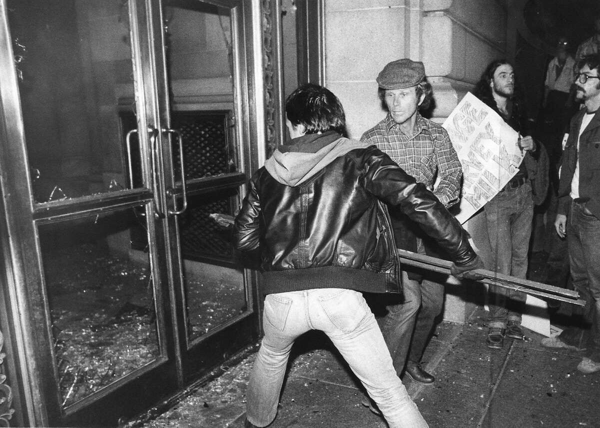 WHITE NIGHT/22MAY79/MN/EHMER - City Hall under attack during a riot that broke out after the Dan White court case was settled. People broke through the front doors of City Hall. Ref: Dan White, George Moscone, Harvey Milk. Photo by Susan Ehmer WHITE NIGHT RIOT jonestown40