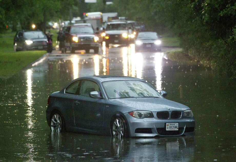 Thunderstorms brought heavy rain that flooded sections of Kingwood Drive near Big Springs Drive, Tuesday, May 7, 2019, in Kingwood. Photo: Jason Fochtman, Houston Chronicle / Staff Photographer / © 2019 Houston Chronicle