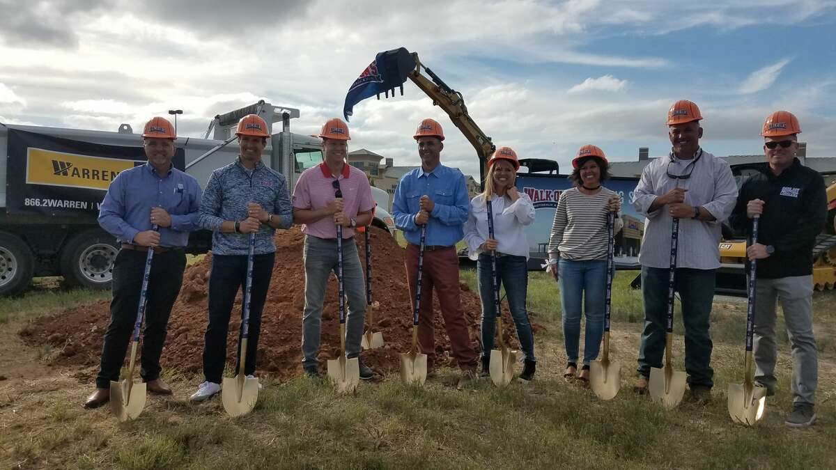 Drew Brees appeared alongside restaurant founder Brandon Landry and local franchisees Jared Burnett, Cade Underwood and Josh Underwoodfor the groundbreaking ceremony of the restaurant Walk-On's Bistreaux and Bar.