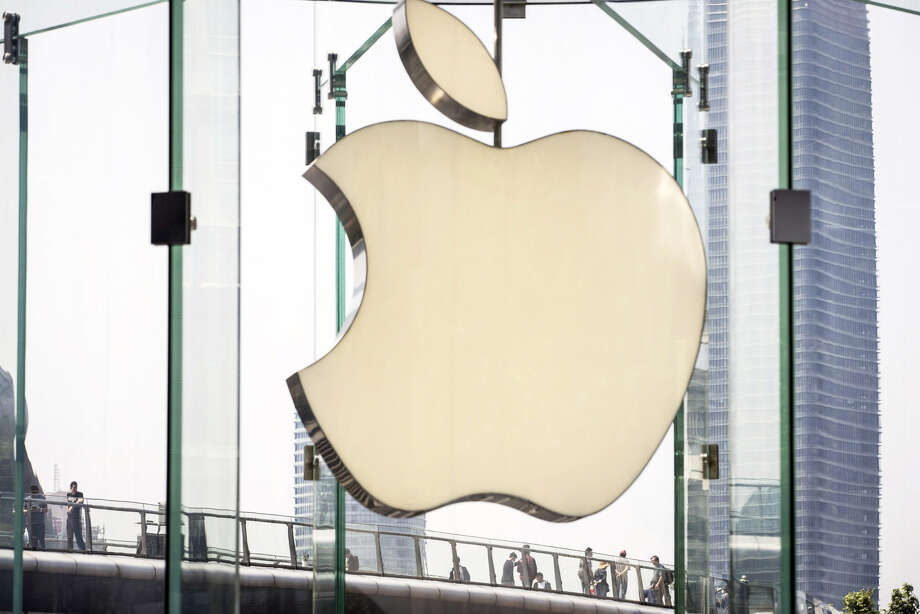 The Apple logo in Shanghai on May 9, 2019. Photo: Bloomberg Photo By Qilai Shen. / © 2019 Bloomberg Finance LP