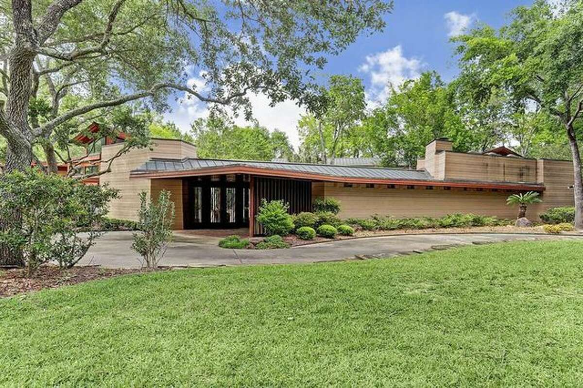 Exterior A home designed by famed architect Frank Lloyd Wright is on the market in Houston, Texas, for $2.85 million. What was once a modest 1,800-square-foot home now has five bedrooms and 6.5 baths, thanks to a 6,300-square-foot addition.