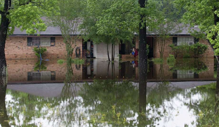 A home along FM 1314 is surrounded by water after thunderstorms, Friday, May 10, 2019, in Porter. Photo: Jason Fochtman, Houston Chronicle / Staff Photographer / © 2019 Houston Chronicle