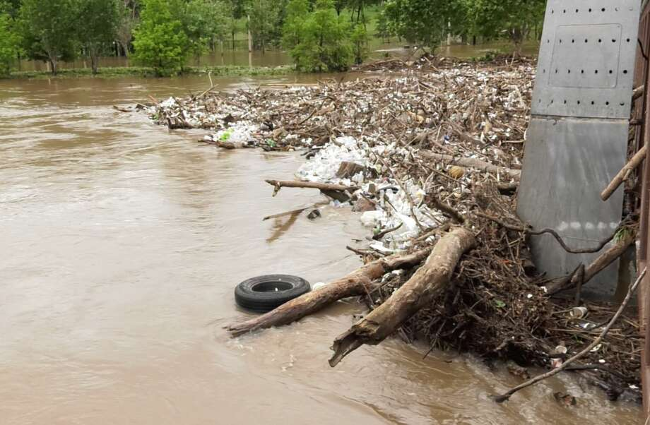 Debris and trash build up on the Carruth Pedestrian Bridge over Buffalo Bayou west of downtown Houston after heavy rains on Friday, May 9, 2019. Photo: Jay R. Jordan