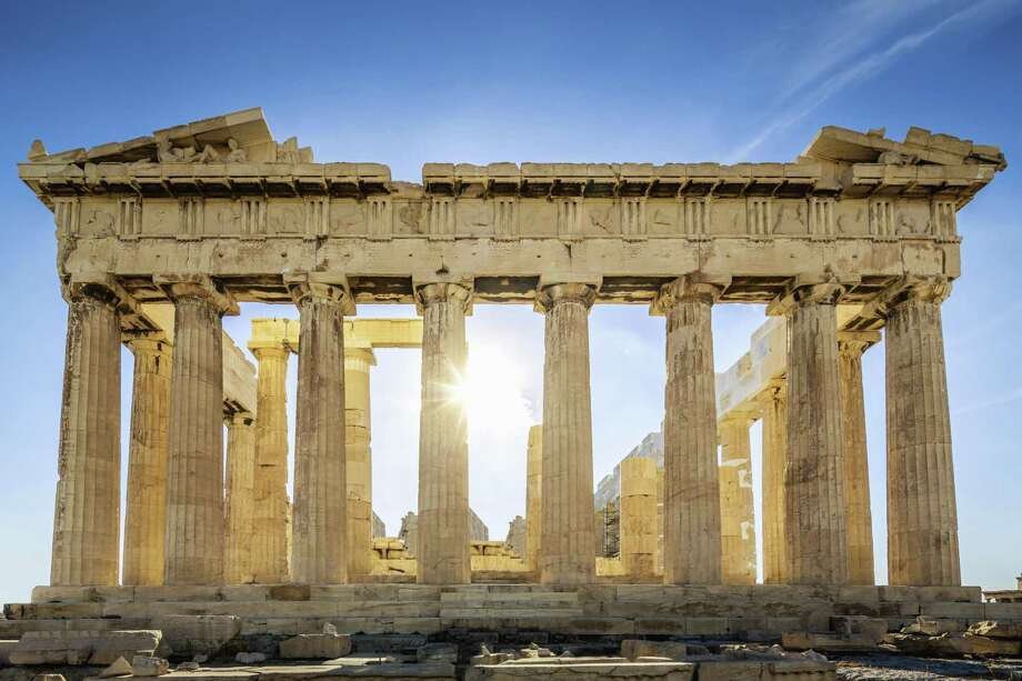 The Parthenon on the Athenian Acropolis, Sun shining through the columns. The Temple is dedicated to the Greek Goddess Athena. Athens, Greece. Photo: Mlenny Photography / Getty Images / (c) Mlenny Photography