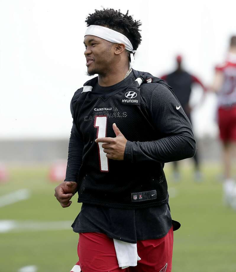Arizona quarterback Kyler Murray works out during his first NFL rookies camp. Photo: Matt York / Associated Press