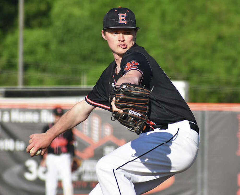 Edwardsville pitcher Jonathon Yancik prepares to throw a pitch to a Jersey hitter in the fifth inning. Photo: Matt Kamp/The Intelligencer