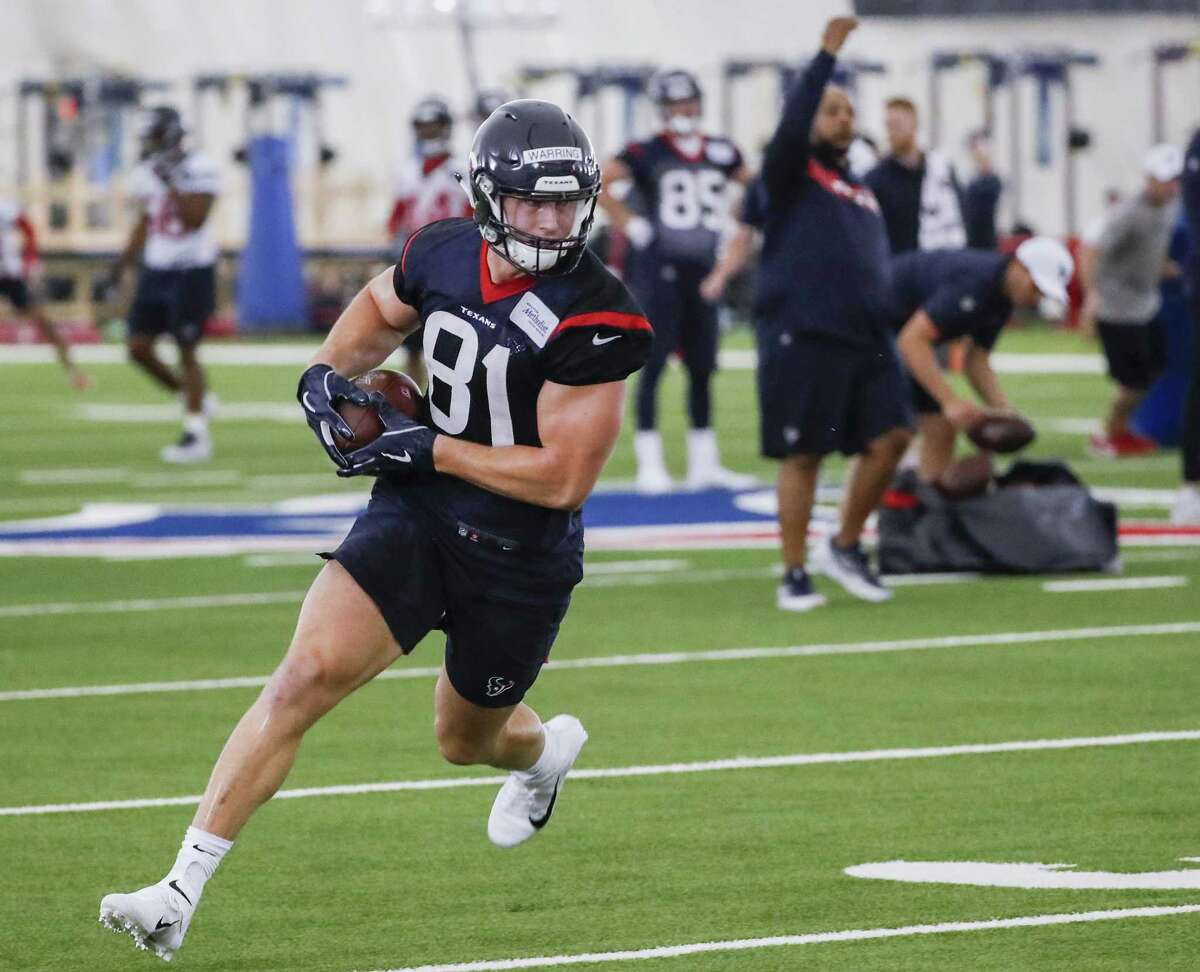 Rookie tight end Kahale Warring was among the newcomers who received plaudits from quarterback Deshaun Watson during the Texans' OTAs this week.