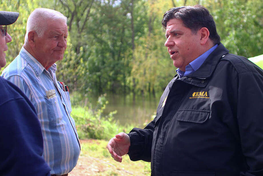 Gov. J.B. Pritzker (center) speaks to village of Meredosia trustees Ernie Gregory and John Petri. Photo: Rosalind Essig | Hearst Illinois