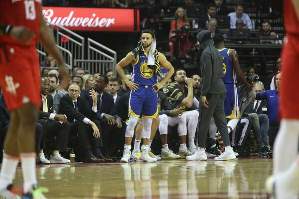 flipboard  warriors u2019 stephen curry finally scores in game