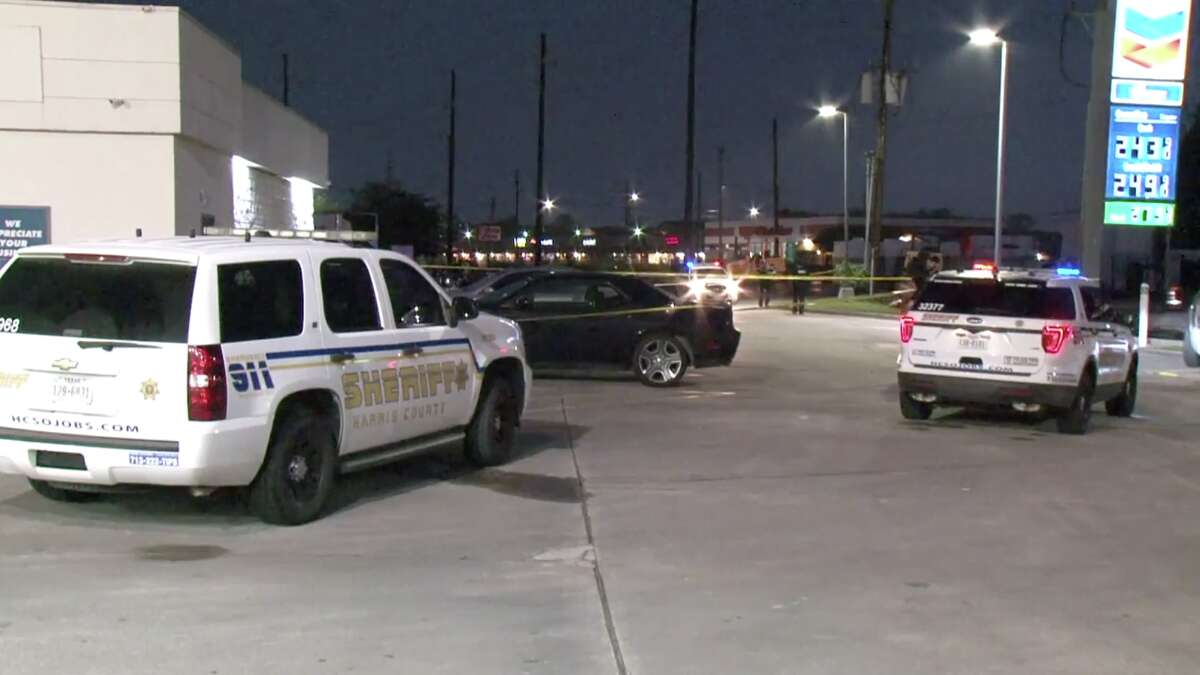 Sheriff's deputies are searching for a suspect who they say fatally shot a man behind a gas station in north Harris County early Saturday morning.