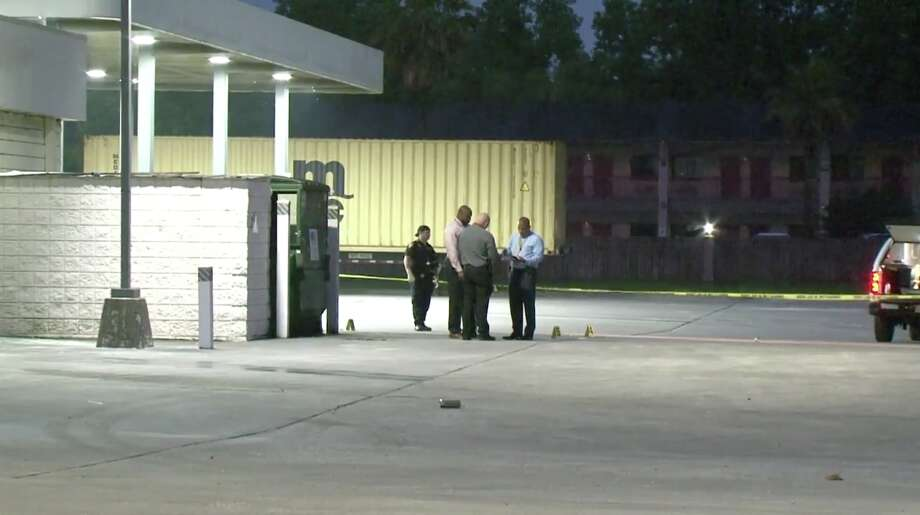 Sheriff's deputies are searching for a suspect who they say fatally shot a man behind a gas station in north Harris County early Saturday morning. Photo: Metro Video
