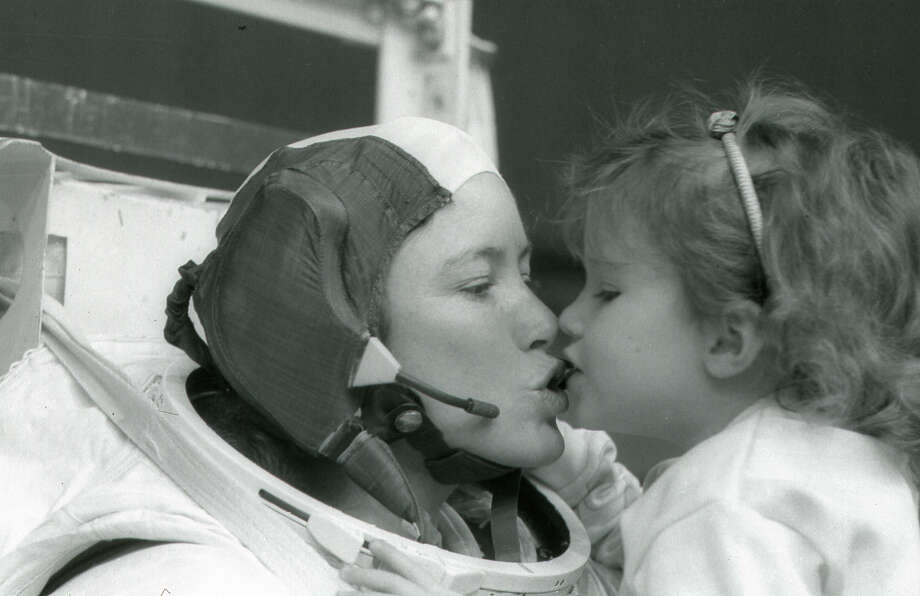 Astronaut Anna Fisher kisses her daughter Kristin after training in Houston for a spacewalk in 1985. Photo: NASA / NASA