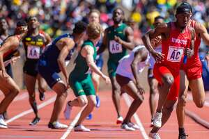PHILADELPHIA, PA - APRIL 27: Mario Burke of Houston receives the baton during the College Men's 4x400 Championship of America Invitational at the 125th Annual Penn Relays Track and Field Meet on April 27, 2019, at Franklin Field in Philadelphia, PA (Photo by John Jones/Icon Sportswire via Getty Images)