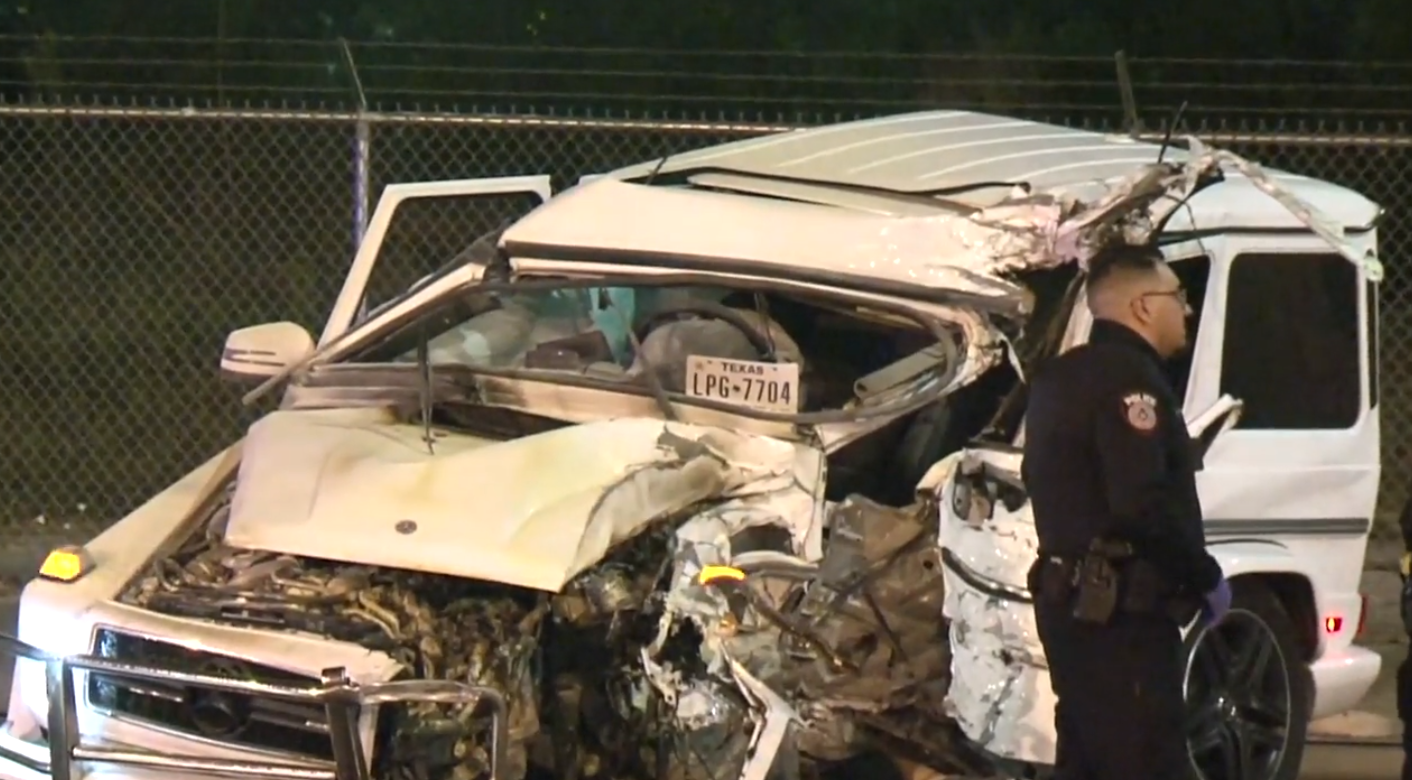 Driver ejected in deadly collision with Metro Rail pole in north Houston