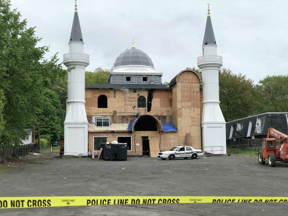 The cause of Sunday's fire at the Diyanet Mosque of New Haven remained under investigation Monday morning. Photo: Ben Lambert / Hearst Connecticut Media