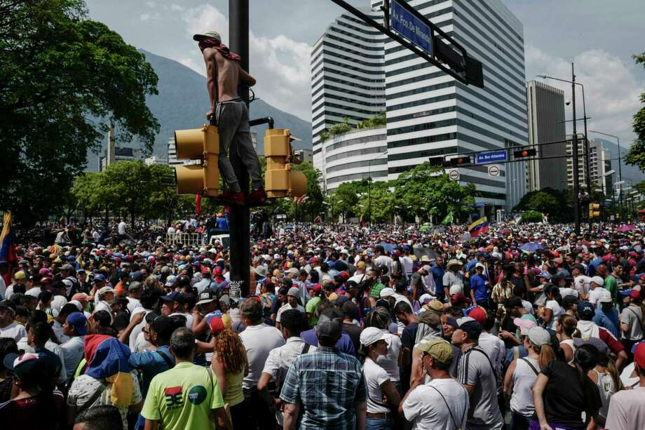 Thousands of supporters of the Venezuelan opposition gather May 1, 2019 to protest the Maduro government in the streets of Caracas, Venezuela. Photo: Washington Post Photo By Michael Robinson Chavez / The Washington Post