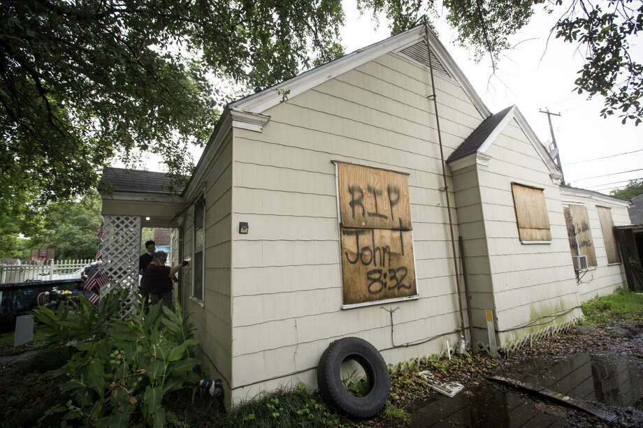 External view of 7815 Harding on Friday, May 10, 2019, in Houston. The home was the scene of a botched drug raid that took place on Jan. 28, 2019 and left the two homeowners dead and five police officers injured. Photo: Marie D. De Jesús, Houston Chronicle / Staff Photographer / © 2019 Houston Chronicle