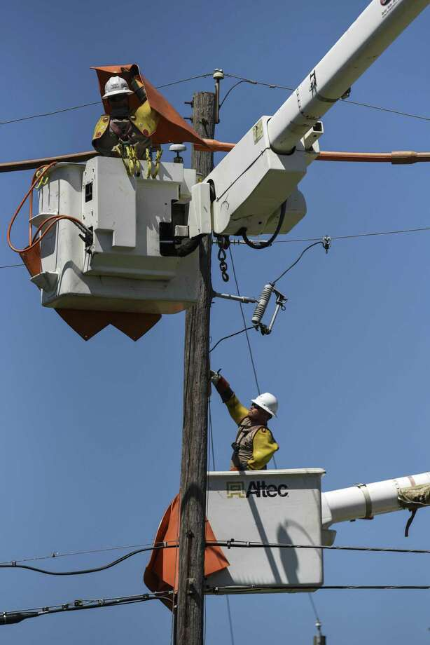 Lineman with Volt Power, contracted by Entergy, work on a power line on South Fourth Street in Nederland Monday afternoon. Photo taken on Monday, 05/13/19. Ryan Welch/The Enterprise Photo: Ryan Welch, Beuamont Enterprise / The Enterprise / © 2019 Beaumont Enterprise