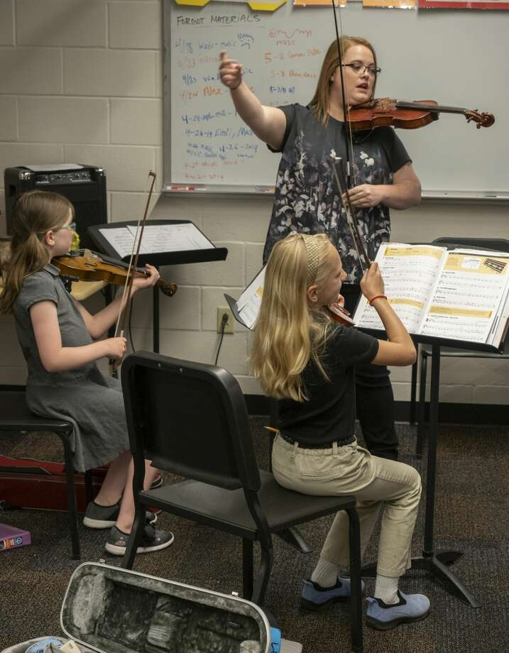 Orchestra teacher Erin DeLavan works with students at Bowie Fine Arts Academy. 05/06/19  Tim Fischer/Reporter-Telegram Photo: Tim Fischer/Midland Reporter-Telegram