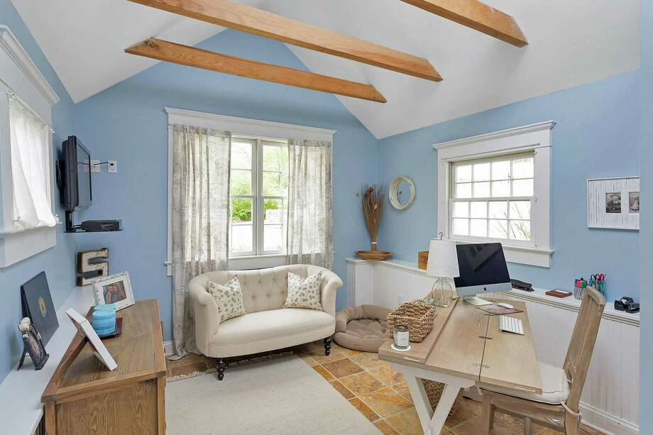 In the guest cottage there is a cathedral ceiling with exposed beams.