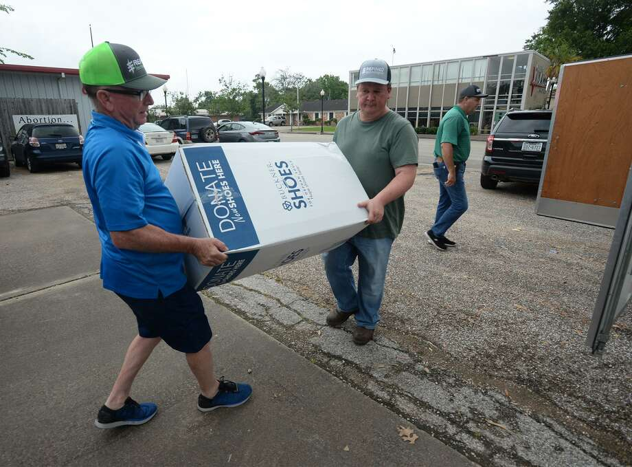 Jimmy Floret, left, and Todd Trahan carry a box of donated shoes during Thursday's shoe drive in Beaumont. Photo taken Thursday, 5/9/19 Photo: Guiseppe Barranco/The Enterprise, Photo Editor / Guiseppe Barranco ©